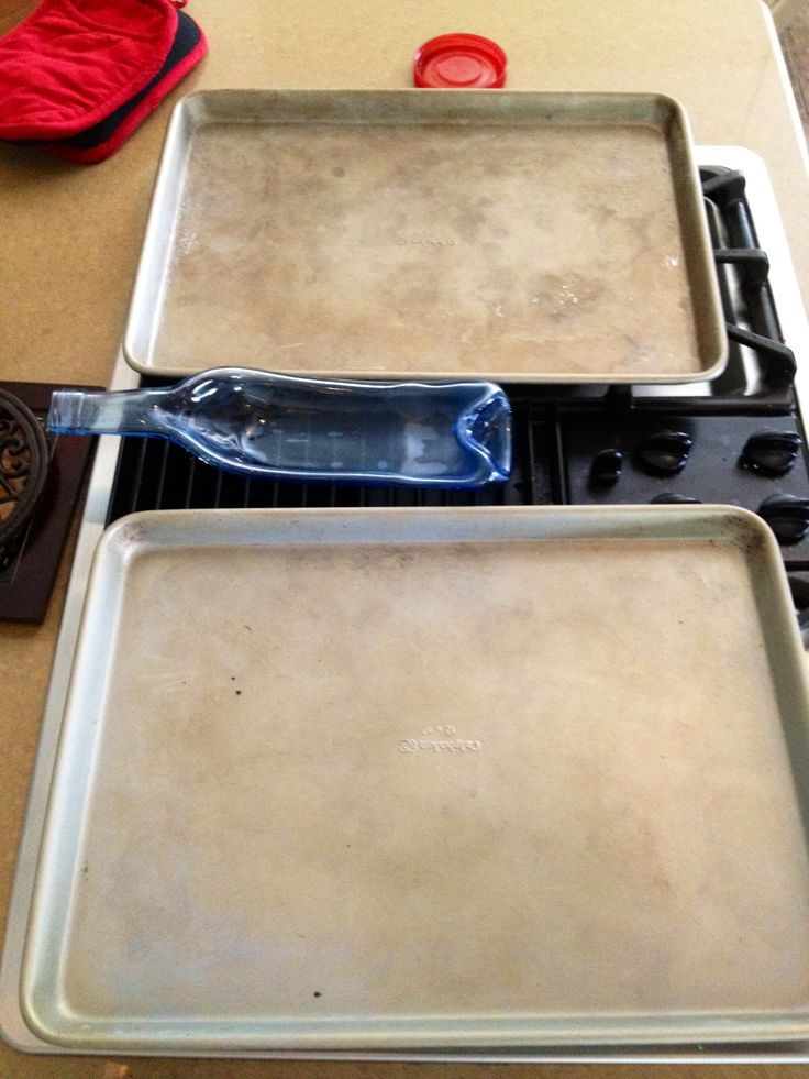 I put my dark brown old grease stained pans in the oven set it to self clean 2 for one - Clean oven tray less minute ...