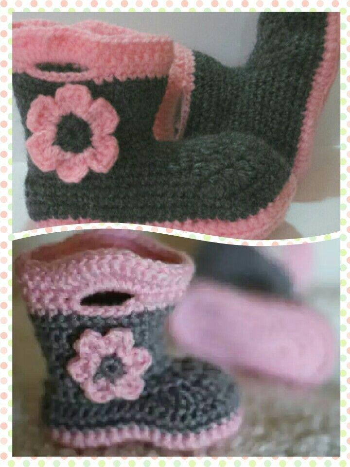 Foto de arriba creación propias, foto de abajo proyecto que tuve q imitar, botitas crochet bebe