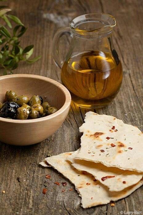 """η γνήσια  Ελληνική ελια  και  το γνήσιο Ελληνικό  ελαιόλαδο, μοναδικά   στο  κόσμο  πρσοσφέρουν  πολλές  και  χρήσιμες""""υπηρεσίες στη  ζωή  μας!!!!!!!"""