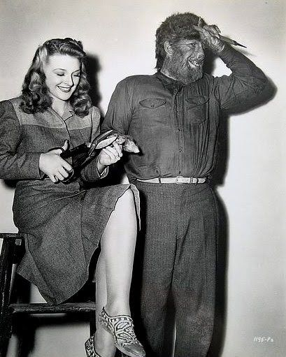 Evelyn Ankers and Lon Chaney jr.