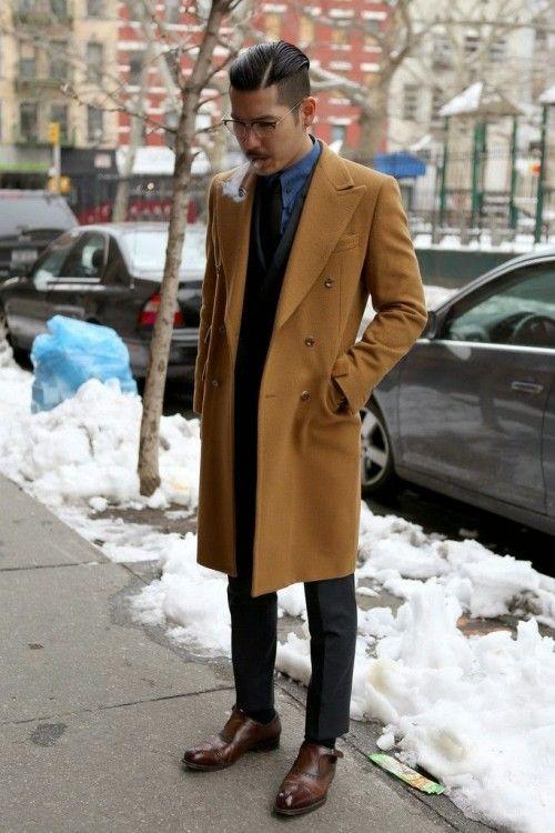 ベージュ キャメル 茶色のチェスターコートを使ったメンズコーデ