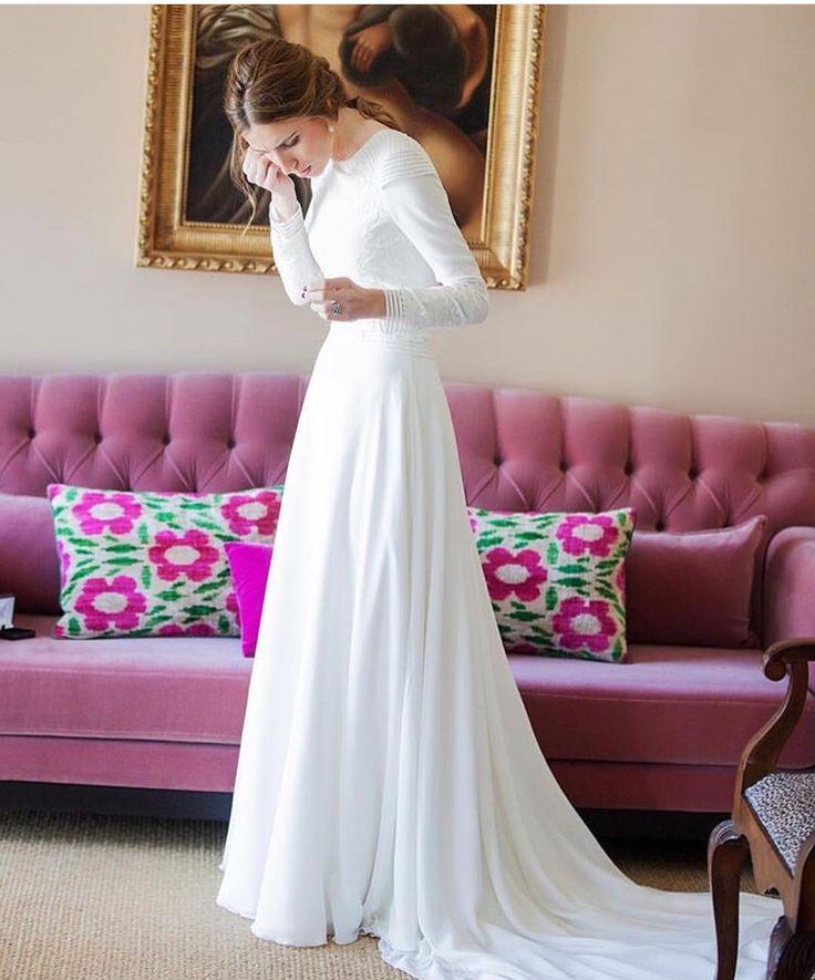 Bridal Dress by Marcela Mansergas. Vía @lapetitemafalda