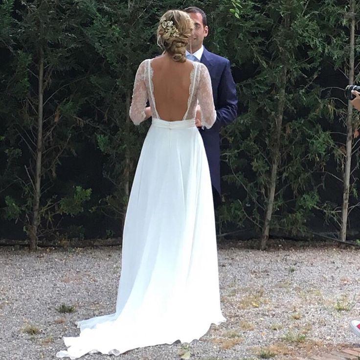Jordi Anguera !!! #wedding #weddingdress #weddingblogger #weddingplanner #weddingshoes #eltocadordelanovia #tiaras #tocados #trajesdenovia #tocadosdenovia #pendientes #atelier #alpargatas #jordianguera #lenceria #zapatos #zapatosdenovia #coronas #costura #complementos #coronasdeflores #vestidosdenovia #boda #bodas #barcelona #novia #novias #