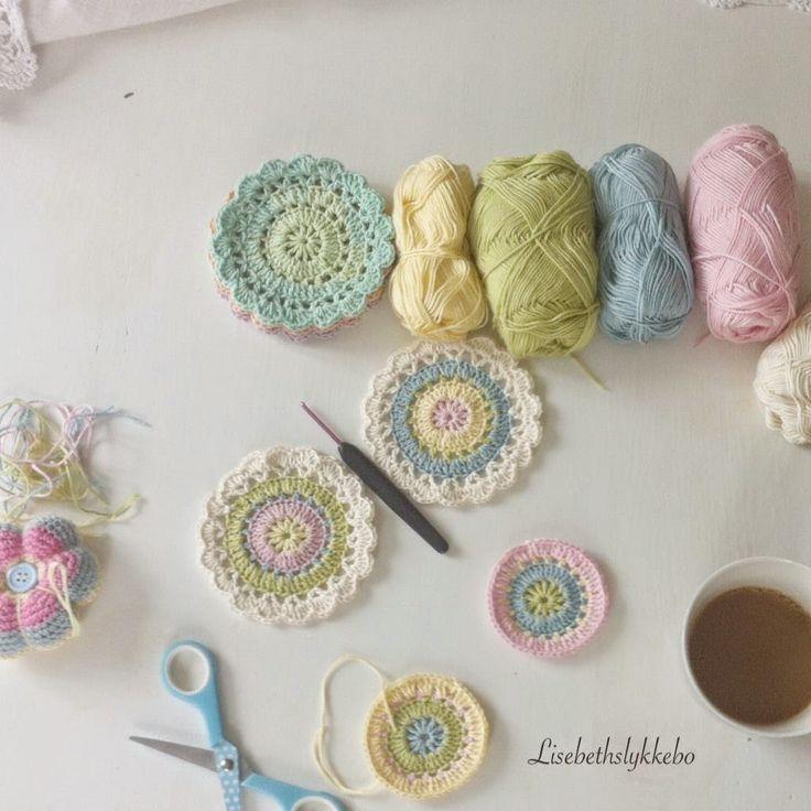 @ Lisebethslykkebo: Pastel colours - free pattern in English here: http://mjukdesign.wordpress.com/2014/07/15/the-joy-coaster/