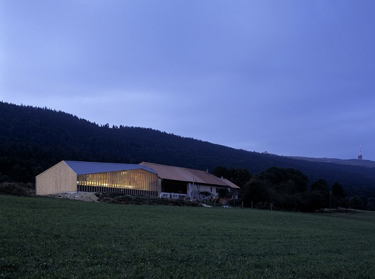 COW SHED A BARN FOR 30 COWS, by localarchitecture