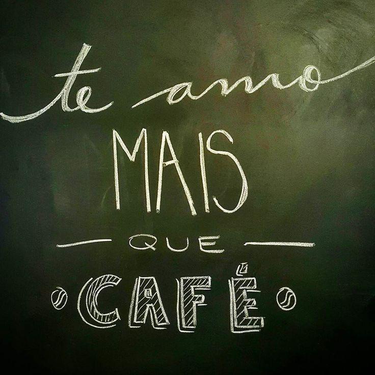 Bom dia! Boa sexta! Bom café! Boa companhia! #bomdia #sexta #sextafeira #goodmorning #buenosdias #cafe #coffee #coffeelovers #coffeetime #coffeeaddicted #lousadadiiirce #lettering #chalklettering #lousadadiiirce #chalk #blackboard #blogueirasdoabc