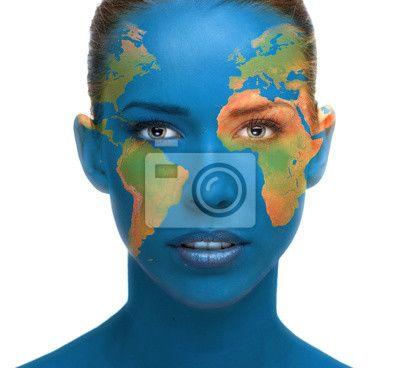 Fotobehang Mooie vrouw gezicht close-up met de planeet Aarde textuur