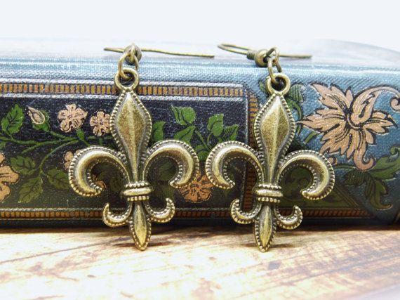 Ohrringe französische Lilie Bronze fleur-de-lis von Mystiikka