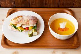 ツナと焼きパプリカのサンド ニンジンのポタージュ  tuna and paprika sandwich carrot soup
