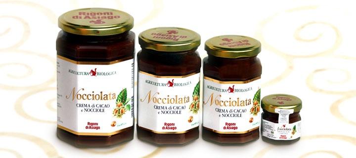 La golosa Nocciolata di Rigoni di Asiago è una crema spalmabile di cacao e pasta di nocciole italiane da agricoltura 100% biologica.