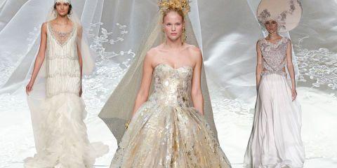 Dalle ultime sfilate sposa 2017 ecco 10 abiti spettacolari illuminati d'oro e d'argento impreziositi con cristalli e stampe laser