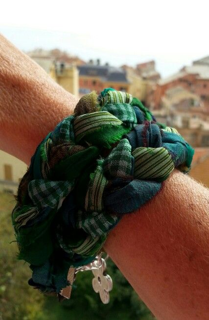 Bracciale verde in seta indiana intrecciata