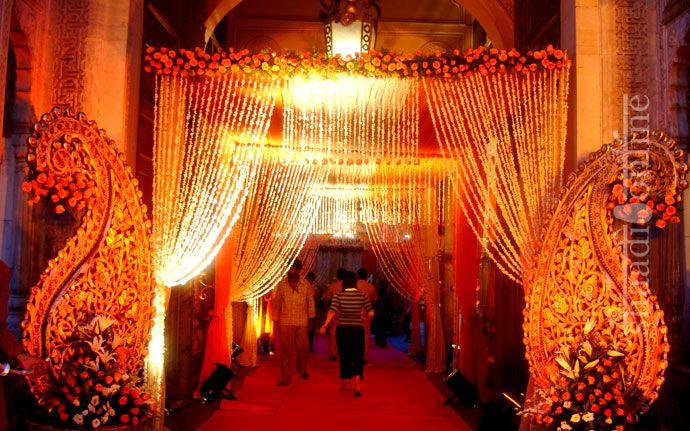 dramatic wedding lights