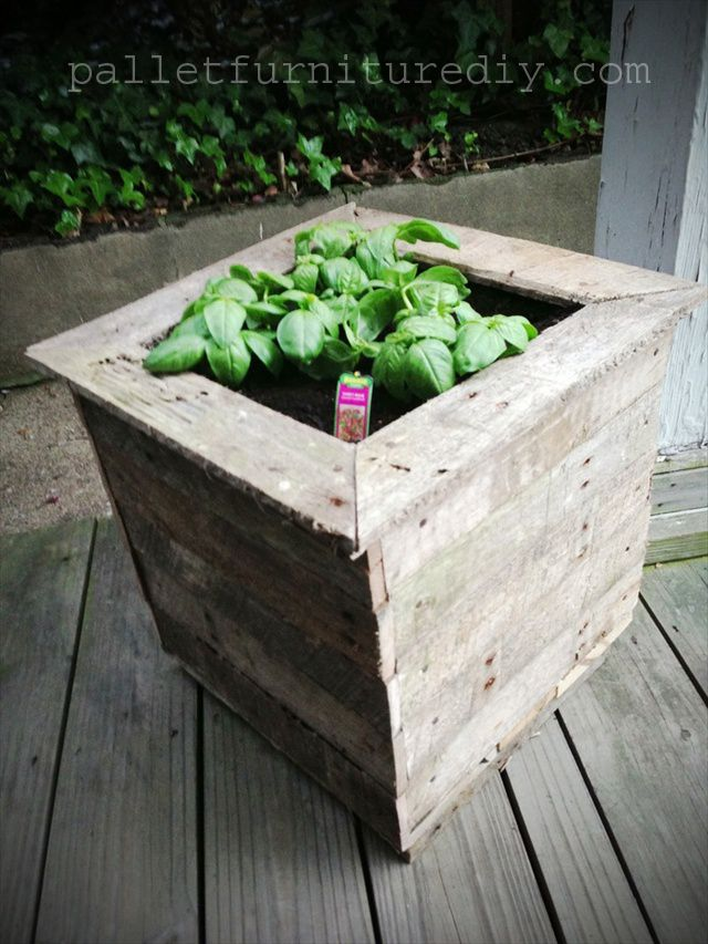 17 best images about pallet crafts on pinterest things for Planters made out of pallets