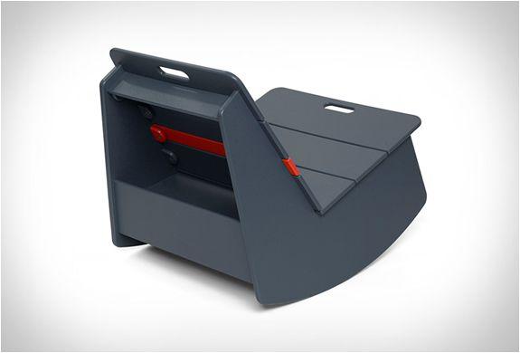 A cadeira de balançoRacer Rocking Chairé uma nova opção de estar disponibilizados pela Loll Designs e idealizado por Eric Pfeiffer. Esta cadeira de balanço tem como objetivo recuperar esse balanço que usamos durante séc