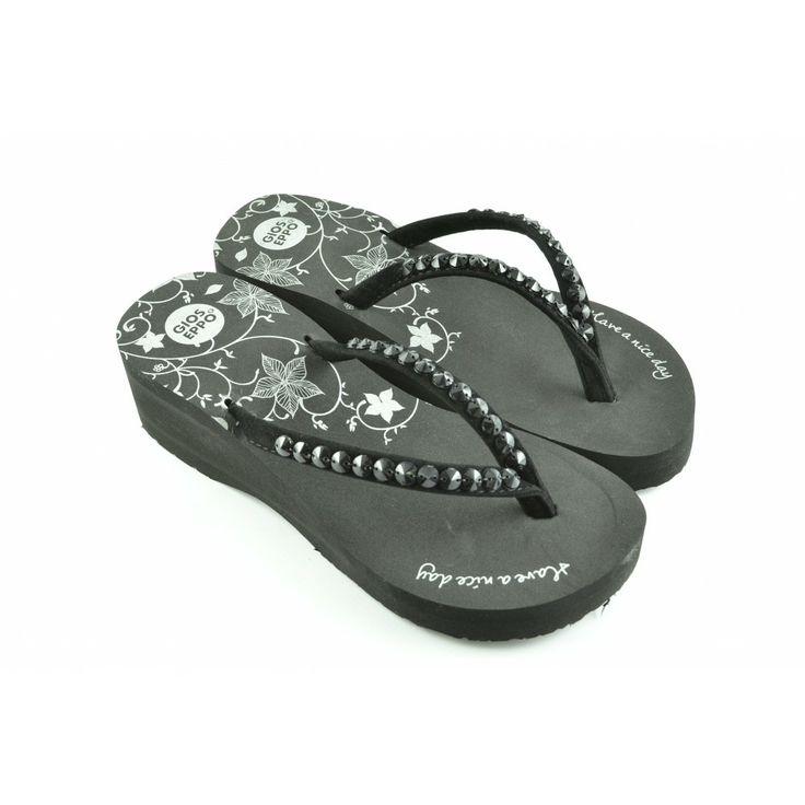 Sandalias De Marca E Tacon Decoradas Con Piedras