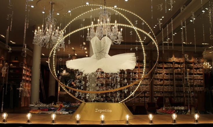 Vitrine de Noël - Boutique Repetto, 22 rue de la paix, 75002 Paris
