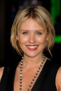 Nicky Whelan Hairstyle, Makeup, Dresses, Shoes, and Perfume - http://www.celebhairdo.com/nicky-whelan-hairstyle-makeup-dresses-shoes-and-perfume/