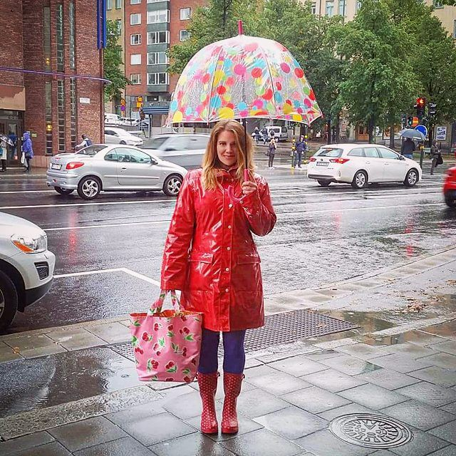ösregnofsweden shiny red pvc raincoat chubasquero rojo  perfect style umbrella  Thanks to the gorgeous Karin Widén for sharing this beautyful picture!