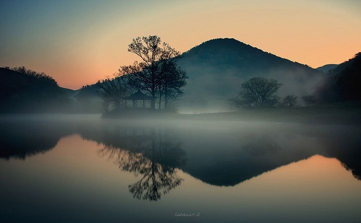 Photographer Captures Stunning South Korean Landscapes Reflected in Mirror-Like Lakes - My Modern Met
