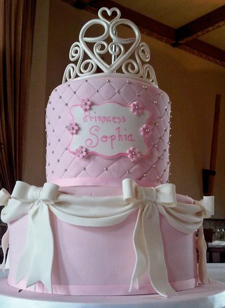 Stunning!  (Spell-check needed, however!!): White Bows, Princesses Birthday Cakes, Birthday Parties, Pink Birthday Cakes, Princesses Crowns, Princesses Cakes, Parties Ideas, First Birthday Cakes, Birthday Ideas