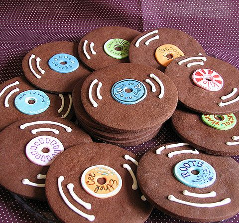 Record cookies would be cute favors for a music styled wedding Keywords: #musicalthemedweddings #musicweddings #jevelweddingplanning Follow Us: www.jevelweddingplanning.com  www.facebook.com/jevelweddingplanning/