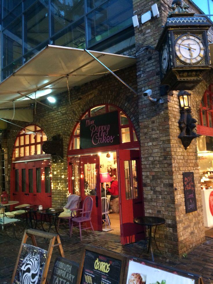 Miss Poppy Cakes dans Camden Lock à Londres
