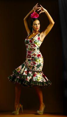 Multitud de modelos de trajes de sevillana baratos