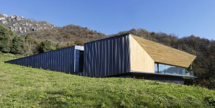 Minimalist Villa in Italian Alps Offers Expansive Valley Views - http://freshome.com/minimalist-villa-italian-alps/