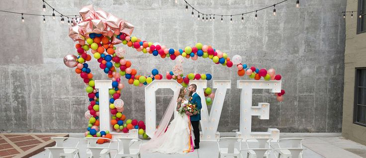 We associate balloons with fun and happy. We collected wedding balloon decorations ideas from fun backdrops to ceremony aisle decor. Get inspire!