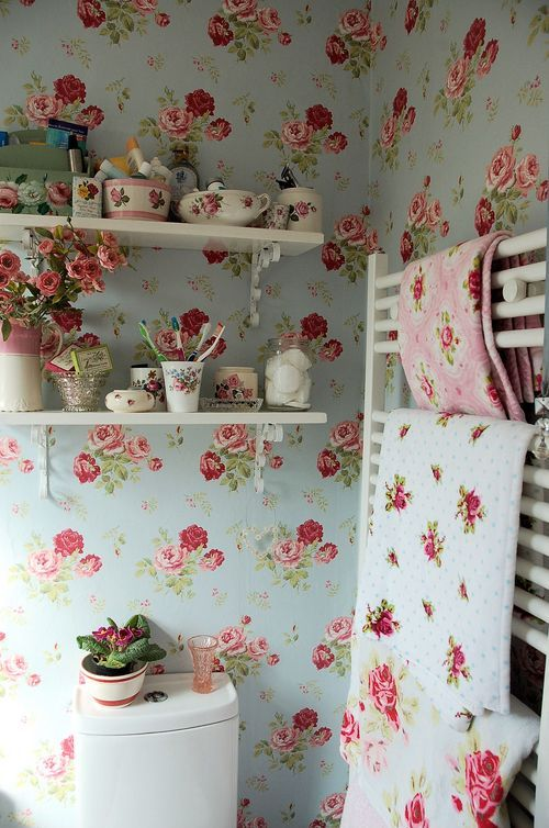 shabby chic roses wallpaper and matching decor
