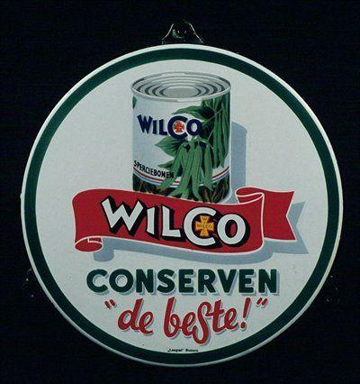 """Rond reclamebord, met afbeelding van blik sperziebonen en """"WILCO CONSERVEN, """"de beste!"""""""