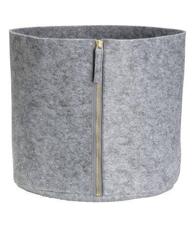 Gray melange. Felted storage basket with zip. Height 9 1/2 in., diameter 10 1/2 in.