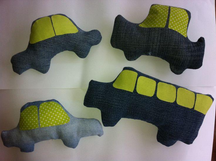 Setje van 4 stoffen auto's Leuk om mee te spelen of als accessoires op baby- kinderkamer !! www.lappenpoppen.com