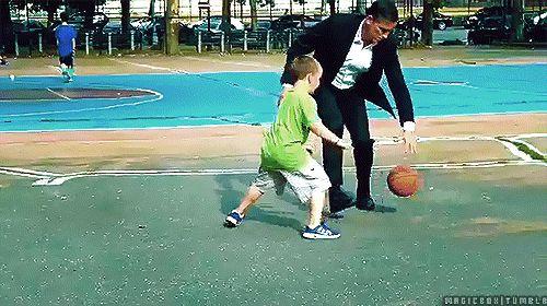 ジム・カヴィーゼル POI S3ロケ中に少年とバスケ gif