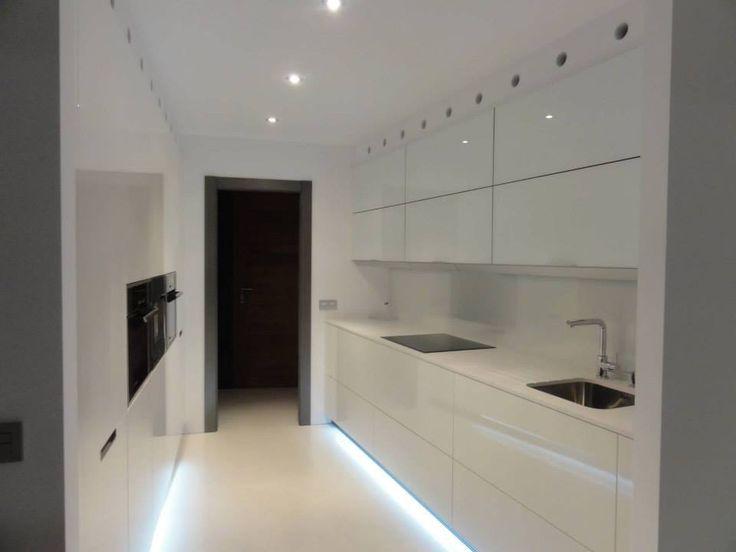 Esta radiante cocina instalada en el puntal villaviciosa - Barra cocina silestone ...