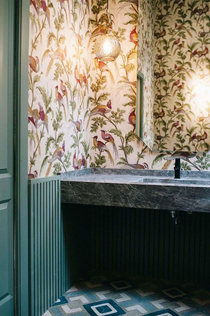 293 best dans la salle de bain images on pinterest room that wallpaper is everything bathroom wallpapercafe interiorwallpaper designshome