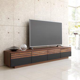 引き出し前面にウォルナット無垢材とレザー調の表面材を組み合わせた高級感あるテレビ台。異なる素材感のコントラストが、愛着がわく住空間へと導きます。