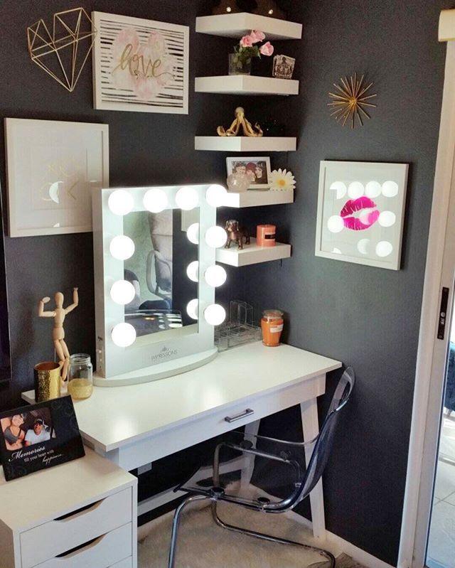 How AMAZING Is This Chic Little Vanity Corner!