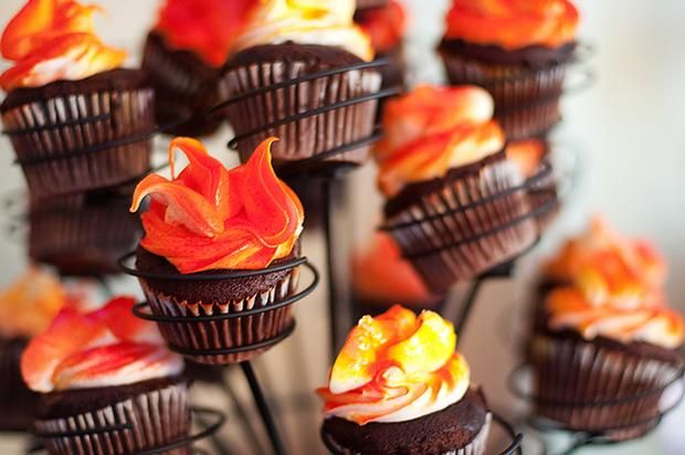 Campfire Cupcakes!  Adorable!! Must do at our next bonfire get-together!