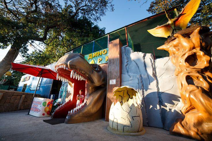 """Это один из наших реализованных проектов с использованием стеклопластика - уличный гигантский лабиринт """"Dino Park"""", г.Геленджик.Вся стилизация и оформление выполнены нашей компанией. Наша компания за любые сложные идеи! Ваша задумка- наша реализация! 📞Бесплатный звонок по РФ 8-800-700-59-04, 📝watsapp, viber, telegram +7-967-9058-129 #indoor_playground_for_children #лабиринт #игровоеоборудование #indoor_playground #soft_play #dry_pool_kids #avira #kidsactivities #playgrounds #slides…"""