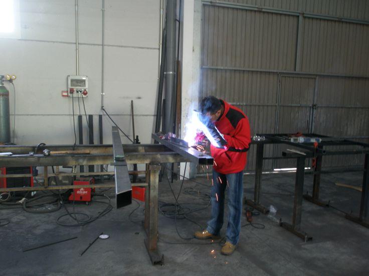 Inspección de estructura metalica por liquidos penetrantes en taller.    HOMOLOGACION de SOLDADORES.