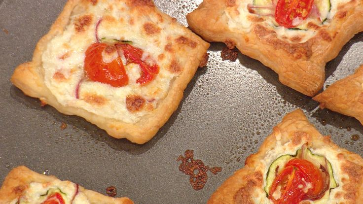 Buddy Valastro's Sliced Zucchini and Tomato Pizzette Rachael Ray Show | Weekdays at 11am  Monday 11/11/2013