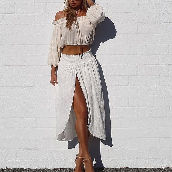 @agathavpw wearing the @steele__ 'Zinnia' Shirred Waist Skirt is now on SALE  Heaps of new markdowns on Steele check it out and check out with @afterpay.au  #steele #steelethelabel #lookbook #lookbookboutique #sale #midseasonmarkdown #fashion #blogger#fashionblogger #afterpayit #alburyboutique #styleinspo #shoplocal