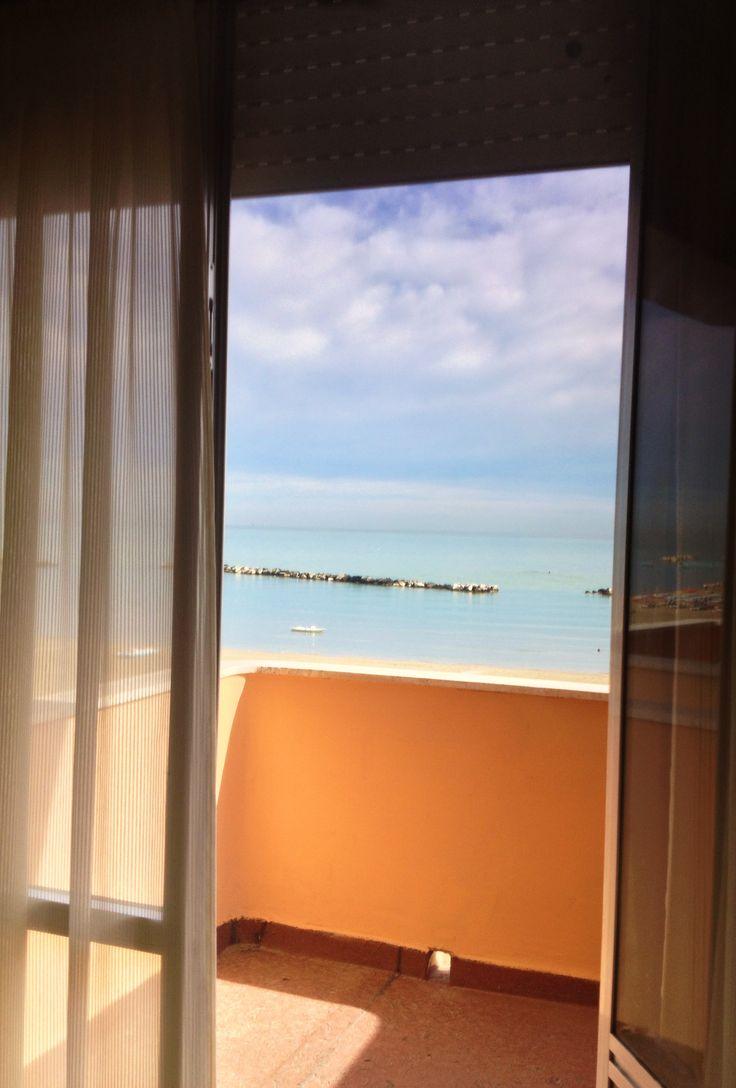 il mare direttamente dalla vostra camera da letto...