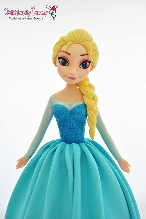 Frozen Elsa fondant figure