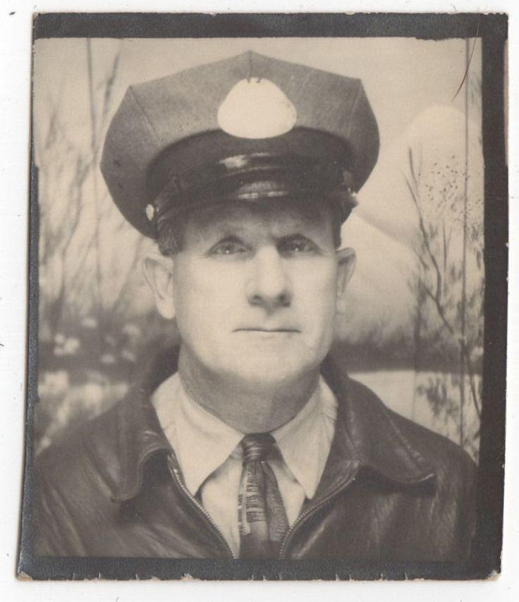 MAN IN CAP UNIFORM PHOTOBOOTH OLD/VINTAGE PHOTO-SNAPSHOT g5532