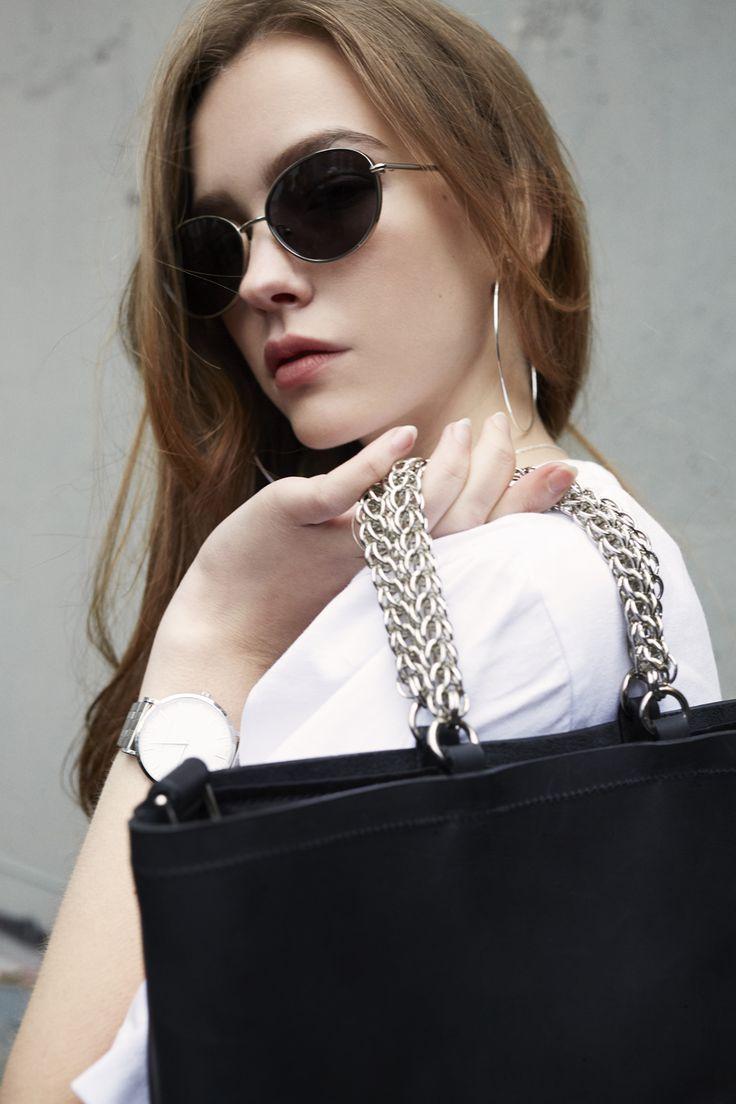 Anya is wearing the SONYA LEE Yuliana Bag in Black for ZANE FW17 (Sunglasses: Elizabeth & James, Hoops: Jenny Bird)