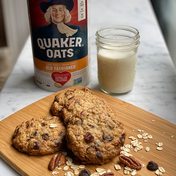 Quaker S Chewy Oatmeal Chocolate Chip Cookies Recipe Quaker Oats Recipe Oatmeal Chocolate Chip Cookie Recipe Cookies Recipes Chocolate Chip Chocolate Chip Oatmeal