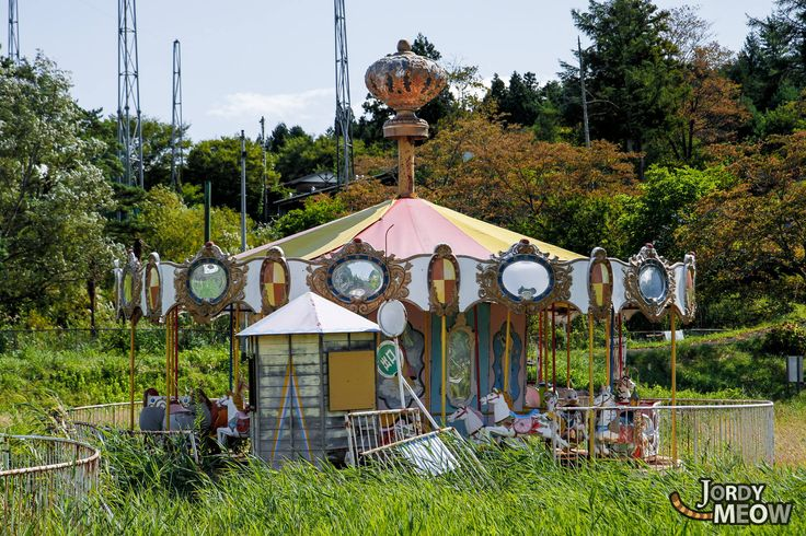 Kejonuma Leisure Land (化女沼レジャーランド) is a tiny but beautiful abandoned amusement park. Upon arrival, the Ferris wheel stands out themost; old, rusty, but still proudlystanding up there, not giving in to the recent earthquake. Also the park is full ofinteresting details, you can try to find them in the following pictures ;) We enjoyed our walk much more than we thought in the end.